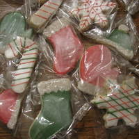 Christmas Cookies NFSC/Glace/Sanding sugar/PME lustre spray.