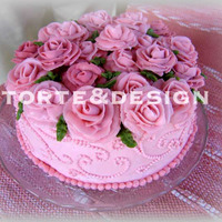 Wilton Roses  This is a classical Wilton theme: I made it twice. All is Italian buttercream, the version with a B logo is made of white Royal Icing and...