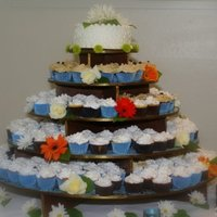 Wedding Cupcakes My mother in law and I made these cupcakes for our wedding. Fun times!!