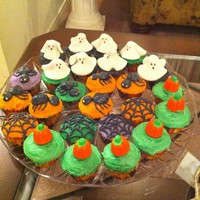 Halloween Cupcakes halloween cupcakes made for my kids' school.