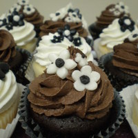 Black And White Birthday Cupcakes Black and white cupcakes for two very special birthday girls! Chocolate cupcakes with chocolate buttercream and white cupcakes with vanilla...