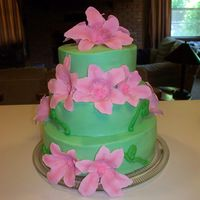 Pink Lilly Cake   Buttercream frosting and gumpaste flowers