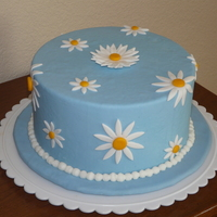 Daisy Cake My display cake for Wilton's Fondant and Gum Paste class. I'm a Wilton Method Instructor now!