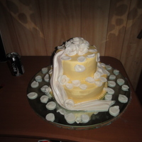Aniversary Gold with white rose in buttercream cake and gumpaste flowers