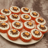 Cupcakes Love the orange.... want to try this on a large cake