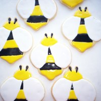 Bee Cookies Need to make 100 of these for wedding favors. Cute.