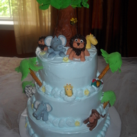 Baby Shower   The animals are made of gumpaste ... but the customer wanted merengue frosting ilo fondant
