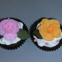 Cupcake With Rose I just practiced. AND my daughter could eat her favorite! :-))))