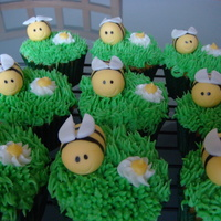 Bumble Bee Cupcakes This was a fun spring cupcake I did for a birthday. bumble bees made of fondant