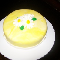 Yellow Mmf Daisy Cake   marblized yellow and white mmf and gumpaste daisies !!!