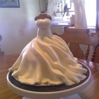 Bridal Gown On Mannequin   Very easy to make! Gumpaste mannequin chest!