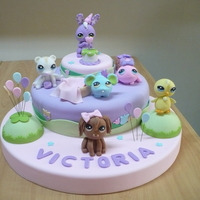 Pet Shops This cake was hand made. All in gum paste without molds.