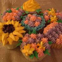 Flower Cupcakes Here are some flower-theme cupcakes created using the decorator tips found in the Wilton course #1. BC on white cake.