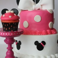 Minnie Mouse Cupcake to match....tutorial for cupcake stand is on my blog. Andeverythingsweet.blogspot.com