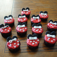 Minnie Mouse Cupcakes   Inspired by someone here, but I can't find the original pic to credit.