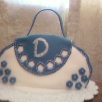 My First Purse Cake I've been seeing 3d purse cakes everywhere, so I decide to try one myself.