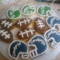 Cupcakes For Fantasy Football My husband was goin 2 a Fantasy Football Draft party so i had the idea 2 make cupcakes 4 the guys.Little helmets and footballs. Green 4...