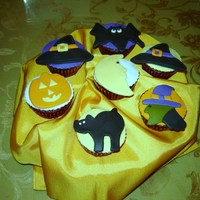 Halloween Cupcakes Made halloween cupcakes for a halloween party