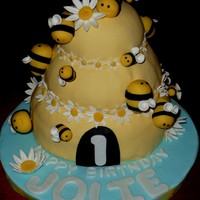 Bumble Bee Birthday I made this cake for my niece's 1st birthday party. (Inspired by Mayen's incredible cake!) Hive Cake:Bottom layer is homemade...
