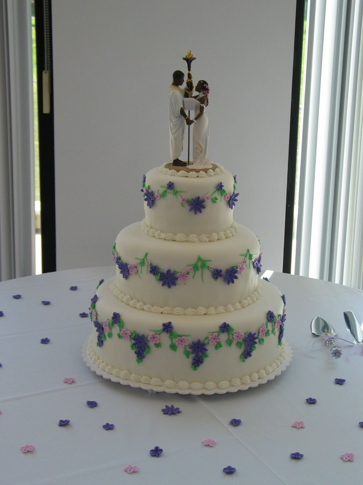 A Wedding In San Ramon, Ca fondant covered cakes