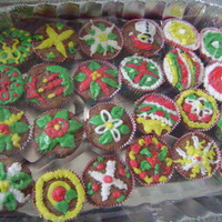 "Family Christmas Cup Cakes  CREAM CHEESE ICING, on top of carrot cup cakes -- I CALL THESE ""FAMILY christmas cup cakes"", because looking at my family&..."