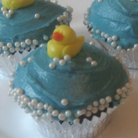 Duckies In The Tub I've seen some really cute baby shower cakes online, decorated with bubble-shaped fondant and a real rubber duckie. I thought it would...