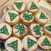 Celtic Knot Cupcakes