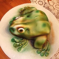 Sqwat Frog From my first airbrush glass taken from Julie at Elizabeth's Cake Shop in Euless. Great class, lots of techniques and practice.
