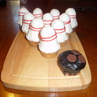 Bowling Cupcakes   For my cousins birthday, he is an avid bowler