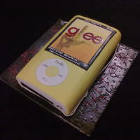 "Mp3   for my neice who has a yellow nana & loves glee!! vanilla sponge with yellow fondant - ""screen"" handpainted gumpaste"