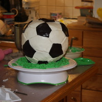 Goal!  Basically buttercream under fondant, all fondant decorations except the grass was piped. WOOOW circular cakes are quite hard to make the...