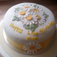 Daisy Cake This cake was made for a friend's mum on her birthday. I was delighted with the final result.