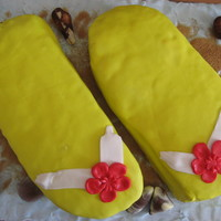 Flip Flop Birthday Cake Summer feeling for an autumn birthday.. I covered the glas plate with blue fondant, used brown sugar as sand and some chocolate shells for...