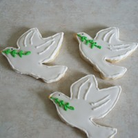 Doves To Celebrate International Peace Day First time using royal icing on cookies. I need to practice more.