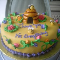 Litte Bee Hive This is a yellow cake with dulce de leche filling.