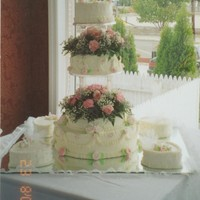 Wedding Cake round tier wedding cake with 4 small heart shape cakes
