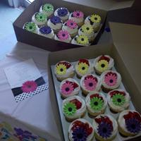 Spring Bridal Shower Cupcakes Theme was black n White Polka Dots and these Spring Colors..