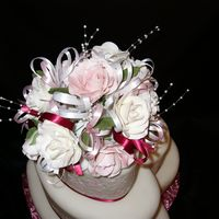 Gumpaste Rose Bouquet Close up of flowers for 3-tiered heart cake for State fair 2006