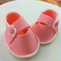 Pink Baby Shoes I made this for the new Wilton Fondant and Gumpaste class to go on my first fondant cake!