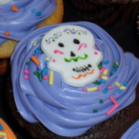 Day Of The Dead Cupcakes  El Dia de los Muertos (aka The Day of the Dead). It is a spanish Holiday similar to Halloween. These cupcakes were for the Spanish Club at...