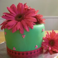 Gerber Daisies Made for a friend's daughter. This cake was so simple and quick to do! Love using real flowers on cakes.