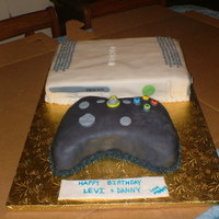 Xbox 360   Fondant Covered XBOX 360 with Controller