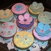 Flowery Cupcakes! Vanilla sponge with fondant icing and flowers.