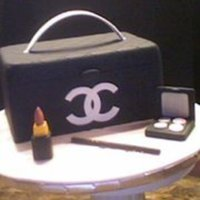 Chanel Cosmetic Case Chanel cake for display. All accents made out of gumpaste.