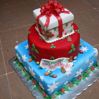 Christmas Is Here is a 3 layers cake with diferent patterns relaled to Christmas