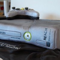 Xbox (Halo Reach Edition) Game System Xbox cake, the controller and the console light up.