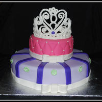 Tiara Caka Inspiration from a cake posted by brea1026. First tiera cake, many thanks to Dennysse for sharing your template :)