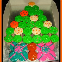 O' Christmas Tree   Pull Apart Cupcakes. Red velvet and decorated with cream cheese frosting.
