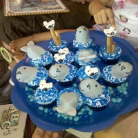 Whale Cupcakes   Idea from the book whats new, cupcake