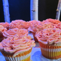 Rozets cup cake decorated with the rose tip